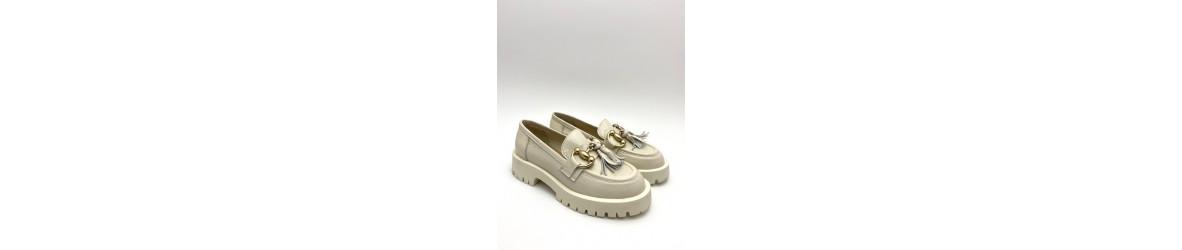 chaussure femme mocassin élégant ,confortable, en cuir daim cuir verni