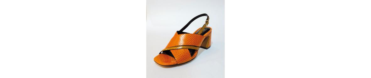 chaussures femmes  sandales talons , perles , bijoux, métallisées